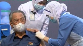 Malaysian Prime Minister Muhyiddin Yassin received the first shot of COVID-19 vaccine on February 24 (Photo from the Malaysian PM's Facebook page)