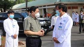 PM inspects Covid-19 prevention and control in Binh Duong