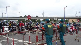 Thousand of migrant workers convinced to stay as they try to leave HCMC