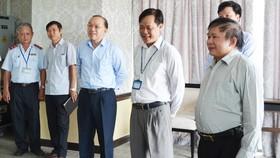 Thứ trưởng Bùi Văn Ga kiểm tra khu vực in sao đề thi của Sở GD-ĐT Bình Dương