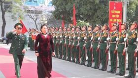Chủ tịch Quốc hội Nguyễn Thị Kim Ngân thăm Bộ Tư lệnh Thủ đô Hà Nội