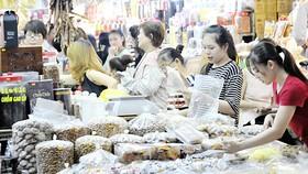 Kẹo mứt tết bán tại chợ An Đông                                          Ảnh: CAO THĂNG