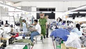 Lực lượng PCCC kiểm tra tại các cơ sở may mặc