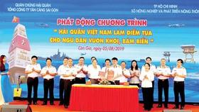 Phó Bí thư Thành ủy TPHCM Võ Thị Dung chứng kiến lễ ký kết giữa các đơn vị