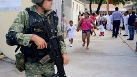 Mexico triển khai quân đội trên đường phố
