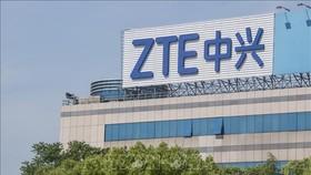 Biểu tượng ZTE tại văn phòng ở Thượng Hải, Trung Quốc. Ảnh: AFP/TTXVN