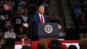 Tổng thống Donald Trump đã ban hành sắc lệnh dừng cấp thị thực cho sinh viên cao học và các nhà nghiên cứu Trung Quốc. Ảnh: Reuters