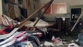 Hiện trường vụ nổ trước trụ sở công an phường 12, quận Tân Bình. Ảnh: PA