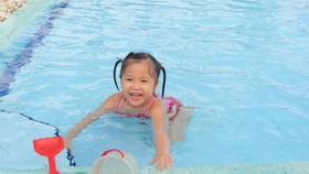 Cần lựa chọn hồ bơi vệ sinh sạch sẽ để tránh lây bệnh cho trẻ
