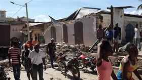 Những căn nhà bị phá huỷ sau trận động đất có độ lớn 7,2 ở Jeremie, Tây Nam Haiti ngày 14-8. Ảnh: AFP/TTXVN