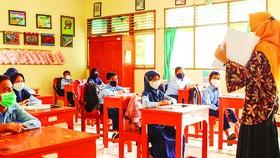 Một lớp học trực tiếp ở khu vực chưa bùng dịch Covid-19 tại Indonesia