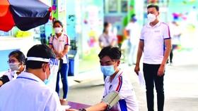Hình ảnh tiêm ngừa vắc xin CBNV SCB