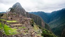 Du khách tham quan thánh địa Machu Picchu