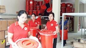 Chuyển hàng cứu trợ để giúp đỡ người dân Yên Bái khắc phục hậu quả mưa lũ
