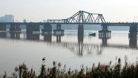Cầu Long Biên nơi từng phải gánh chịu nhiều bom đạn thời chiến tranh