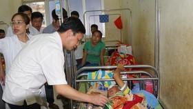 Bé trai 4 tháng tuổi tử vong vì bác sĩ dựa vào kết quả khám của... điều dưỡng