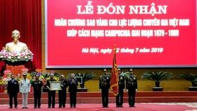 Chuyên gia Việt Nam giúp Cách mạng Campuchia nhận Huân chương Sao Vàng
