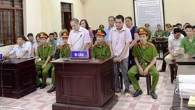"""Tòa xử vụ án gian lận điểm thi ở Hà Giang- Nhiều nhân chứng """"VIP"""" vắng mặt"""