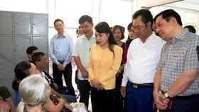 Bộ trưởng Nguyễn Thị Kim Tiến thị sát một số cơ sở y tế tại Thái Nguyên