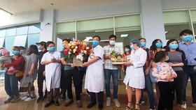 30 công dân Việt Nam từ Vũ Hán về được ra viện sau khi cách ly