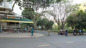 Tòa nhà Park View khu Mỹ Phước (Phú Mỹ Hưng, quận 7) bị cách ly 14 ngày từ ngày 17-3. Ảnh: HOÀNG HÙNG