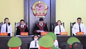 Vụ án gian lận điểm thi THPT tại Sơn La: Bản án nghiêm khắc với 12 bị cáo