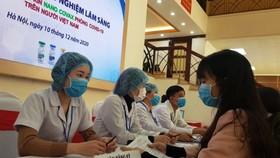 Hơn 30 người tình nguyện tiêm vaccine phòng Covid-19 trong ngày thử nghiệm lâm sàng đầu tiên