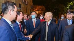 Tổng Bí thư, Chủ tịch nước Nguyễn Phú Trọng chúc tết Đảng bộ, chính quyền, nhân dân Thủ đô, dâng hương vua Lý Thái Tổ