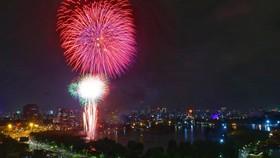 Hà Nội tĩnh lặng đón chào năm mới Tân Sửu 2021
