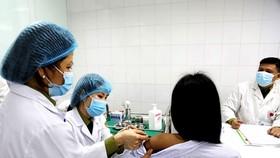 Đề xuất Bộ Y tế phê duyệt thêm 2 vaccine Covid-19 của Mỹ và Nga