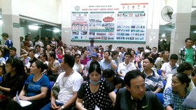 Tăng ''sốc'' giá dịch vụ khám chữa, Bệnh viện Bạch Mai bị Bộ Y tế nhắc nhở