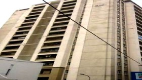 Điều tra vụ một người giúp việc rơi từ tầng 11 chung cư