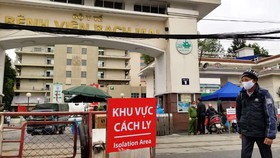 Vì sao hàng trăm cán bộ, nhân viên Bệnh viện Bạch Mai nghỉ việc?