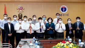 Bộ Y tế tiếp nhận hỗ trợ 160 tỷ đồng và 4 triệu liều vaccine phòng Covid-19