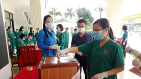 """""""Tâm dịch"""" Bắc Giang, người dân lạc quan đi bỏ phiếu"""