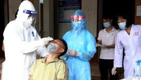 """Sáng 26-5, bắt đầu test nhanh tại 3 """"điểm nóng"""" nhất của Bắc Giang"""