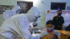 Thêm 3 trẻ em dương tính SARS-CoV-2 liên quan chợ Cửa hàng mới ở Đông Anh