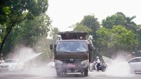 Vì sao Bộ Y tế yêu cầu không phun khử khuẩn đường phố?