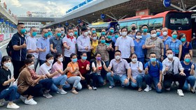 Bộ trưởng Bộ Y tế Nguyễn Thanh Long cùng với các y, bác sĩ tăng cường hỗ trợ TPHCM