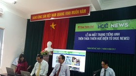Ấn nút vận hành phiên bản tiếng Anh (Hue News) trên tên miền www.baothuathienhue.vn