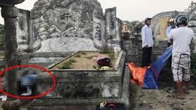 Đi chăn vịt, phát hiện thi thể người đàn ông đang phân hủy trong nghĩa trang