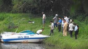 Tổ  chức trục vớt thi thể người đàn ông người nước ngoài nổi trên sông Hương.