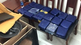 19 kg ma túy đá ngụy trang trong loa thùng nghe nhạc.