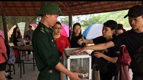 Nhiều bạn trẻ rộng lượng góp tiền lo hậu sự cho nạn nhân Ngô Hà Sinh.