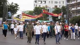 """Hơn 1.500 người đi bộ kêu gọi mọi người """"Không lái xe khi đã uống rượu bia"""""""
