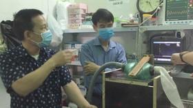 Máy bóp bóng ambu trợ thở do TS. Vũ Văn Hải và các cộng sự sáng chế