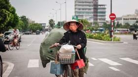 """Người nghèo phấn khởi vì được nhận gạo miễn phí từ """"ATM gạo"""""""