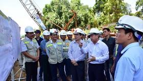 Kiểm tra tiến độ thi công dự án cao tốc Cam Lộ- La Sơn 