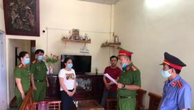 Công an đọc lệnh bắt tạm giam Nguyễn Thị Phương Ánh 