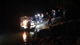 Vượt sông trong đêm đưa thi thể nạn nhân ở Thủy điện Rào Trăng 3 về bệnh viện